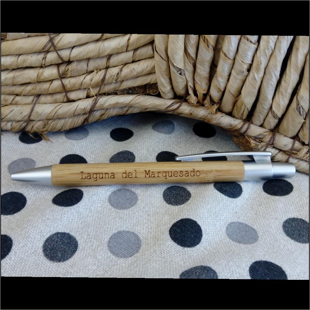 Bolígrafos de madera de bambú. Personalizables a laser modelo liso