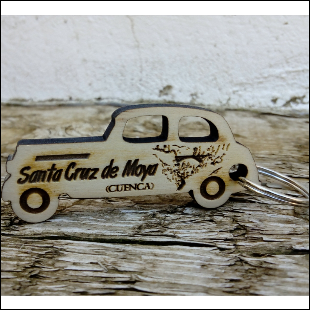 Llavero de madera de pino coche clásico
