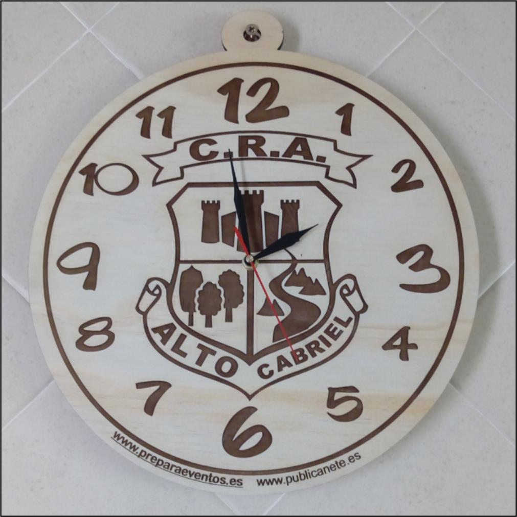 Reloj madera escudo. Personalizable.
