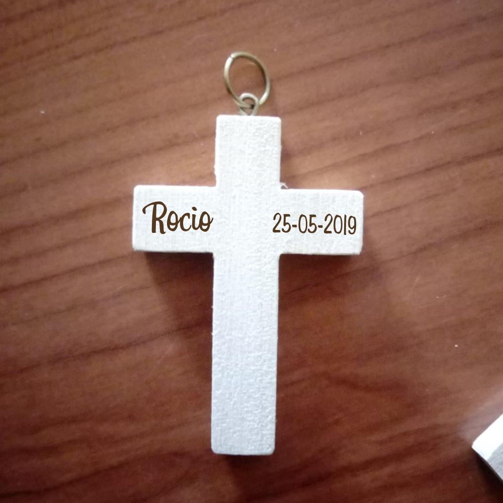 Cruz madera comunión grabada a laser nombre y fecha.