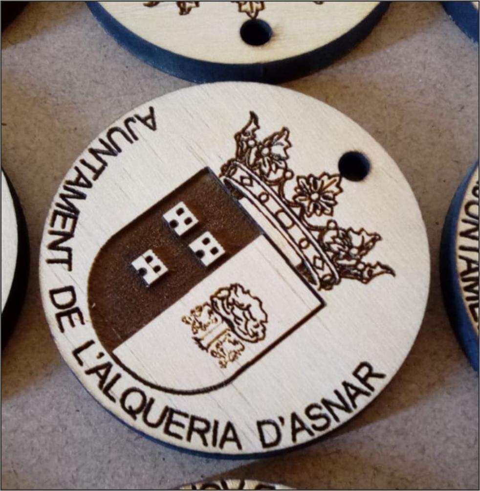 Llavero de madera personalizable circular escudo