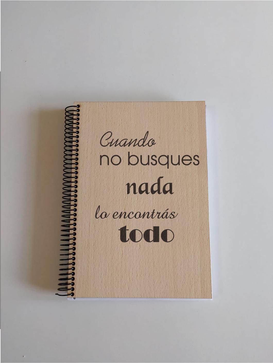 Cuaderno madera natural de pino.